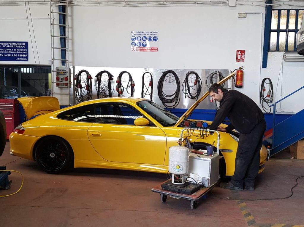 Reparación y carga de aire acondicionado, a todo tipo de vehículo, alta gama frioval