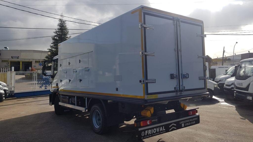 Cold Car de 6 portillos (3+3) , puerta lateral y trasera, dos compartimentos, 1º de RRC congelación y el 2º IR isotermo en IVECO EUROCARGO ML 120 E22 EURO6